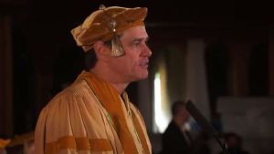 jim-carrey-delivers-commencement-speech